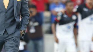 Paco Jémez observa a su equipo en el duelo de La Máquina
