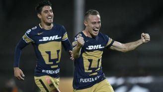Abraham González corre y festeja gol con Pumas