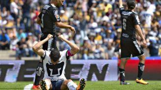 Alcoba, en la mento tras fallar una oportunidad de marcar gol