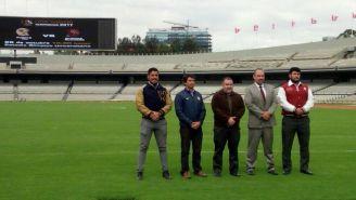 Capitanes de Pumas CU y Burros Blancos en la cancha del Olímpico