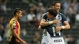 Funes Mori festeja una anotación con González