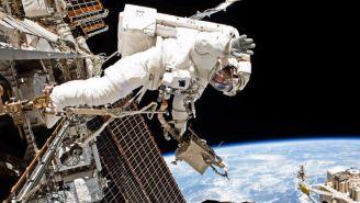 Equipo de la NASA durante misión en el espacio