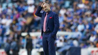 Francisco Jémez, angustiado en el juego entre Cruz Azul y Tigres