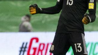 Memo Ochoa celebra triunfo contra Panamá