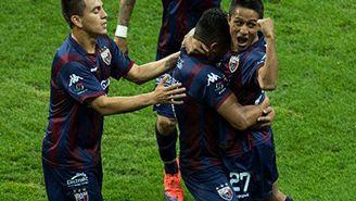 Jugadores del Atlante festejan un gol