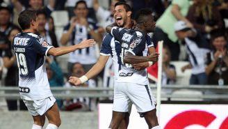 Avilés Hurtado y Jorge Benítez en festejo de gol