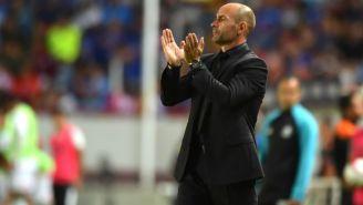 Jémez aplaude a sus jugadores durante un juego del Apertura 2017