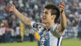 Hirving Lozano festejando un gol con la camiseta de Pachuca
