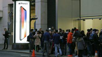 Clientes formados para comprar el iPhone X