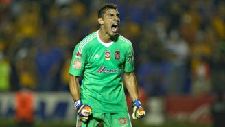 Nahuel Guzmán festeja un gol de Tigres en el Apertura 2017