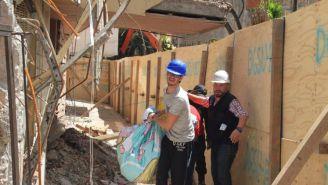 Damnificados desalojan viviendas que serán demolidas