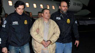 Joaquín 'El Chapo' Guzmán escoltado por agentes