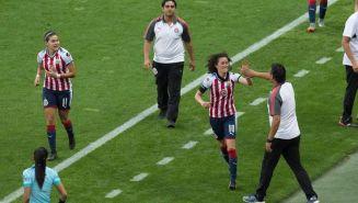 Tania Morales celebra uno de sus goles con Chivas