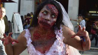 Miles de personas disfrazadas se dieron cita en el Zócalo de la CDM