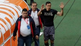 Rodolfo Cota saluda a los seguidores de Chivas