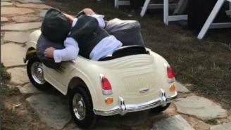 Pajecito se queda dormido camino al altar
