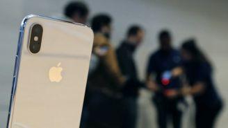 Imagen de un iPhone X tras su lanzamiento