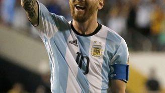 Messi celebra una anotación con Argentina