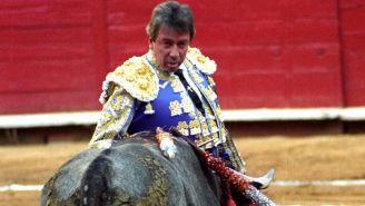 Miguel Espinosa 'Armillita' en una corrida de toros
