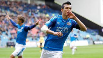 Lozano festeja un gol con el PSV
