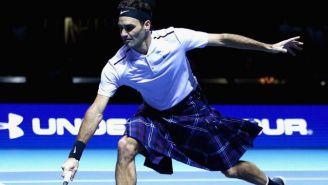 Roger Federer vestido con falda escocesa