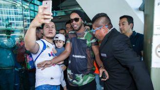 Ronaldinho a su llegada a Querétaro