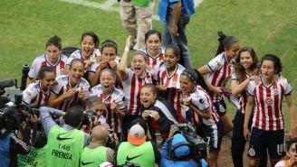 Las jugadoras de Chivas celebrando tras amarrar su pase a la Final