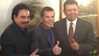 Sánchez, Valenzuela y Chávez posan para las cámaras