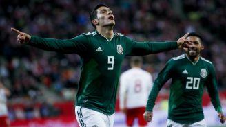 Jiménez festeja un gol con el Tri frente a Polonia