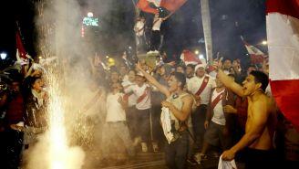 Aficionados de Perú celebran pase al Mundial