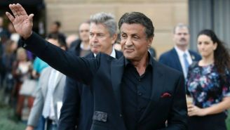 Sylvester Stallone saluda a sus fans