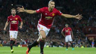 Ibrahimovic festeja un gol con Manchester United