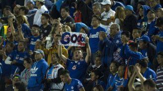 Los aficionados de Cruz Azul celebrando un gol de La Máquina
