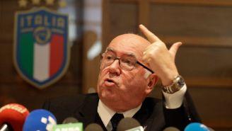 Tavecchio, durante la conferencia de prensa de su renuncia