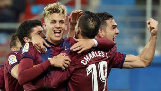 Jugadores de Eibar festejan su tercer gol contra el Real Betis