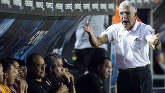 Tuca Ferretti en un partido de Tigres