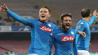 Mertens y Zielinski festejan un gol de Nápoles