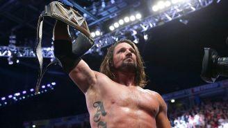 AJ Styles festeja con el título de WWE