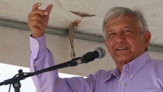Andrés Manuel López Obrador dando un discurso en un evento