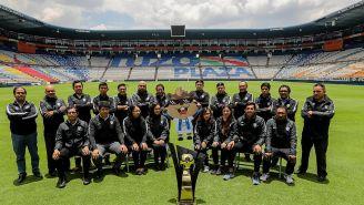 El equipo de redes sociales de Pachuca posa en el Hidalgo