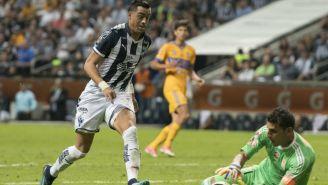 Rogelio Funes Mori y Nahuel Guzmán, en el Estadio BBVA Bancomer