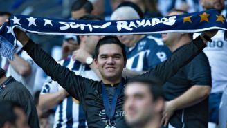 Un aficionado de Rayados en el estadio BBVA