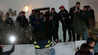 Aficionados se reunieron para llevarle serenata a Rayados