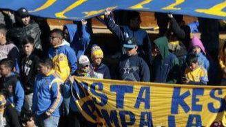 Aficionados de Tigres apoyan a su equipo en las gradas del Volcán