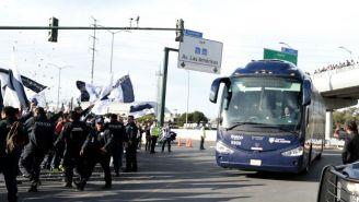 Autobús de Rayados arriba al Estadio BBVA Bancomer