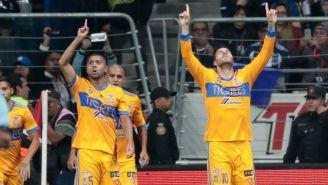 Gignac celebra el gol de Edu Vargas en el BBVA