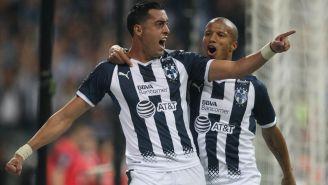 Funes Mori celebra un gol junto a Carlos Sánchez