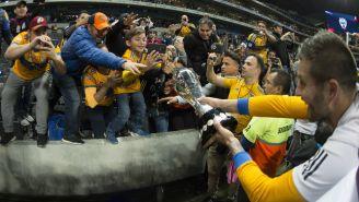 Gignac deja que su afición toque la Copa en el BBVA Bancomer