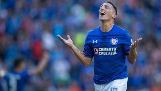 Christian Giménez celebra gol con Cruz Azul