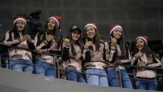 Linces apoyando a los Nets de Brooklyn en la Arena Ciudad de México